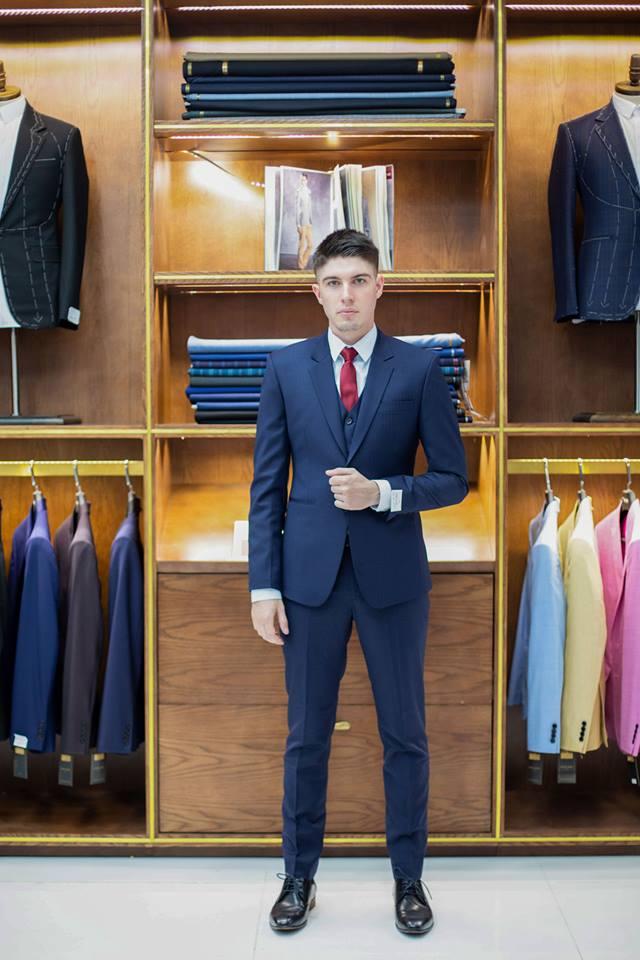 Ngoài tiệc cưới ra, bạn cũng cần thuê những bộ vest nam phù hợp với từng sự kiện lớn như hội nghị, họp báo, tổng kết công ty v.v.