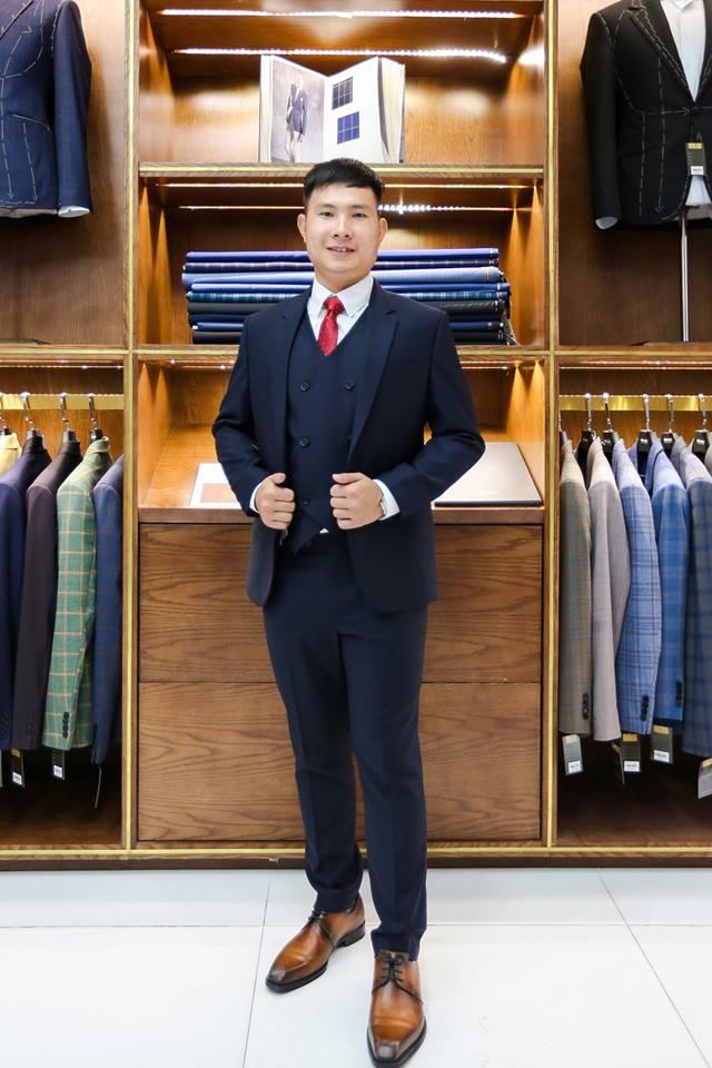 Hình ảnh khách hàng thực tế đặt may suit nam tại Mon Amie.