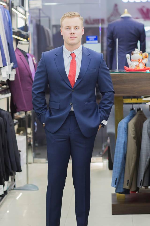Đối với những khách hàng nước ngoài, chỉ có đặt may suit nam mới mang đến vóc dáng tốt nhất cho họ.