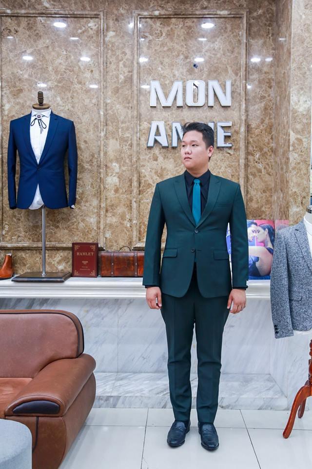 Dẫu cho thường xuề xòa trong lối ăn mặc, Suit nam vẫn luôn là người đồng hành đáng tin cậy của nam giới trong mọi buổi tiệc.