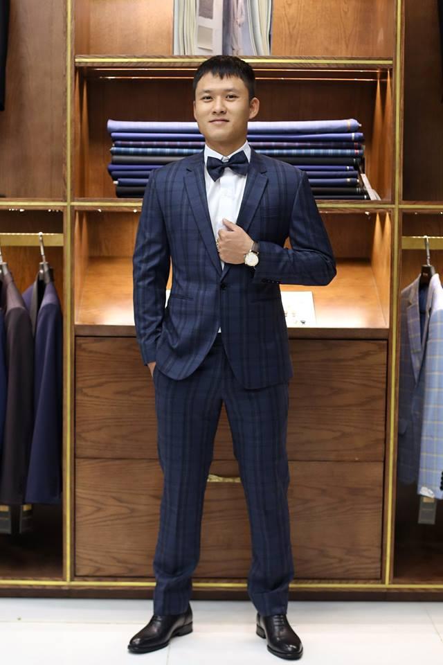 Chỉ có đặt may vest nam, mới có thể cung cấp cho bạn những mẫu vest nam đang rất thịnh hành như bộ vest nam caro này chẳng hạn.
