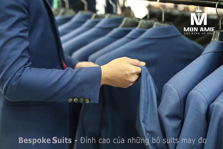Đặt may vest nam hay mua vest nam may sẵn hầu như không có sự khác biệt về giá.