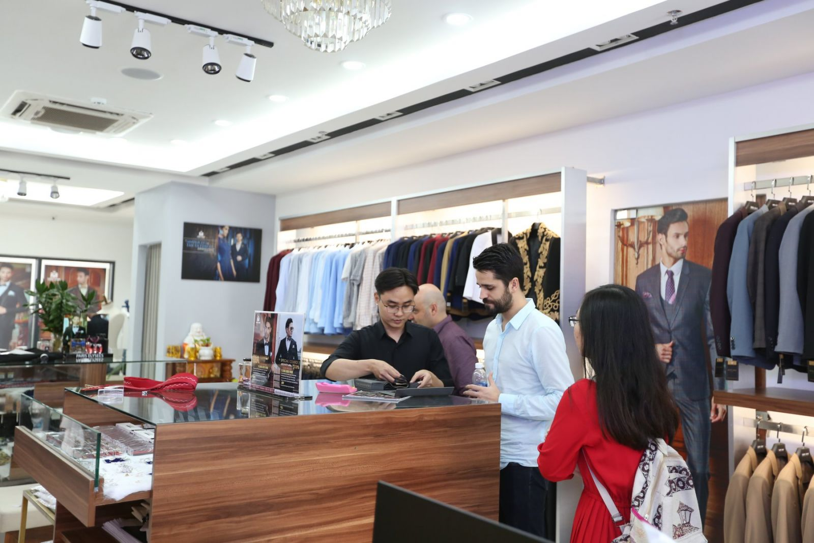 Mon Amie Saigon Pearl - An Ideal place for foreigners to get a custom tailored suit.