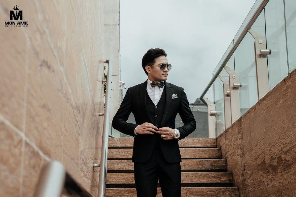 """Các mẫu Suit V1-V2 50% Wool trong chương trình """" 1000 BỘ SUIT GIÁ 1.800.000 - TRI  N KHÁCH HÀNG 10 NĂM ĐỒNG HÀNH  """" của Mon Amie."""