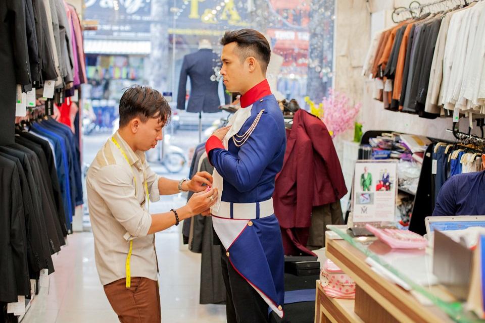 Điểm danh những quý ông của Showbiz Việt lịch lãm trong trang phục của Mon Amie