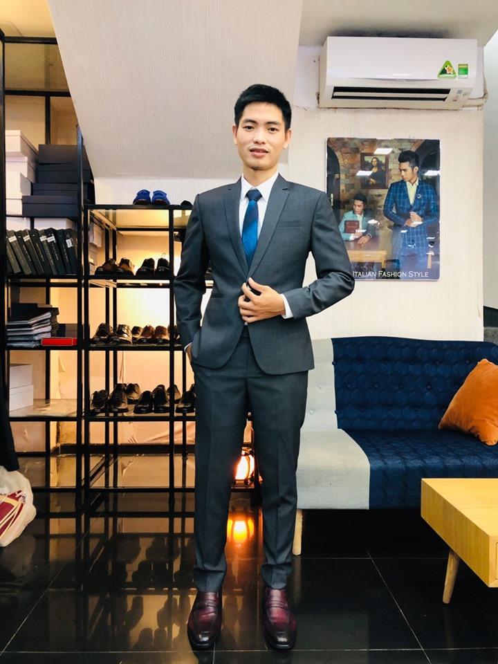 Suit xám tại Mon Amie